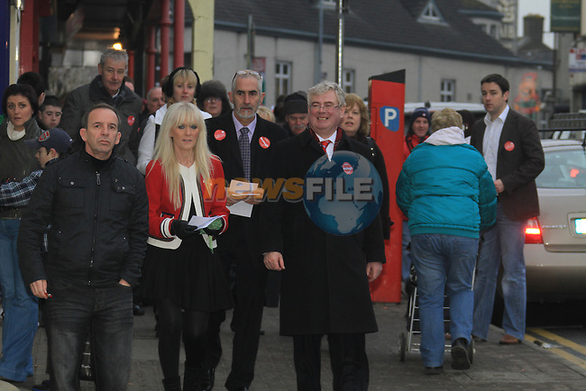 Labour Leader Eamon Gilmore TD arrived in Navan go Give the Local Election Canidate Jenny McHugh a helping start to his election campaign..Picture Fran Caffrey/www.newsfile.ie.