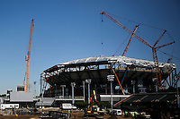 Workers install the last final piece of steel for the roof structure in the Arthur Ashe Stadium at the USTA Billie Jean King National Tennis Center in New York.  06/10/2015. Eduardo MunozAlvarez/VIEWpress