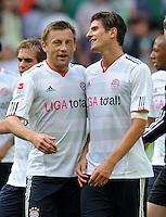 FUSSBALL   1. BUNDESLIGA   SAISON 2011/2012    2. SPIELTAG VfL Wolfsburg - FC Bayern Muenchen      13.08.2011 Ivica OLIC (li) und Mario GOMEZ (re, Bayern) freuen sich nach dem Abpfiff