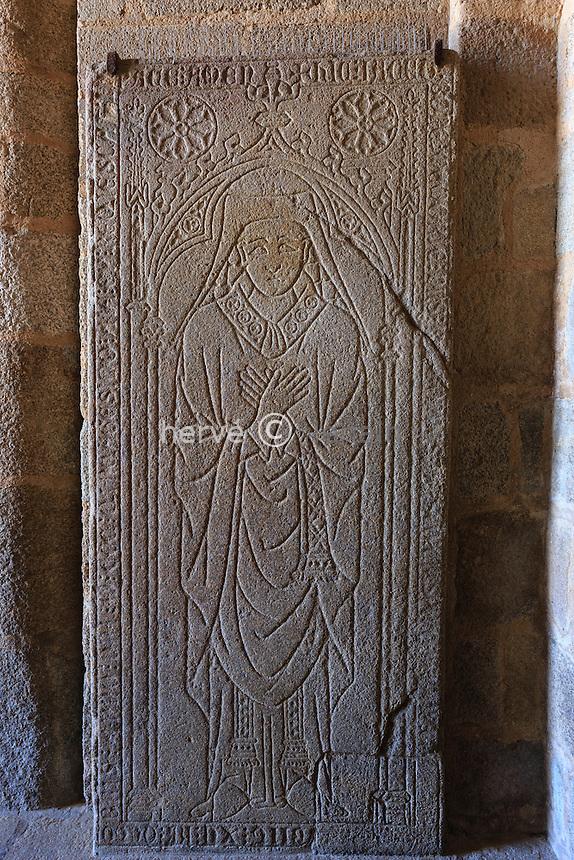 France, Haute-Vienne (87), Limoges, la cathédrale Saint-Étienne, pierre tombale // France, Haute Vienne, Limoges, the Saint Etienne cathedral, tombstone