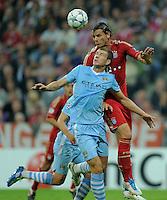 FUSSBALL   CHAMPIONS LEAGUE   SAISON 2011/2012     27.09.2011 FC Bayern Muenchen - Manchester City Daniel van Buyten (re, FC Bayern Muenchen) gegen Edin Dzeko (Manchester City)
