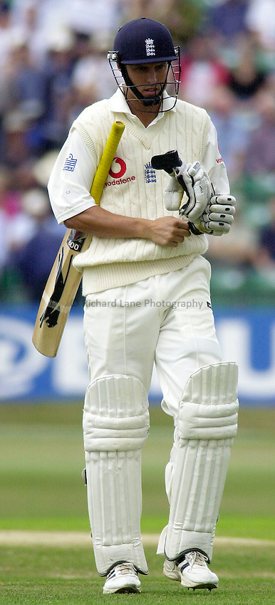 Photo. Glyn Thomas. .England v South Africa. Fourth nPower Test, Headingley, Leeds. .Day 3, 23/08/2003..Ed Smith.