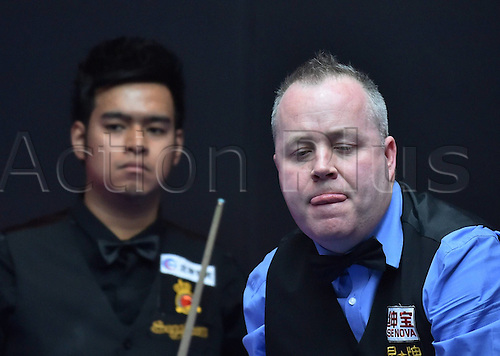 01.04.2016. Beijing, China.  John Higgins (R) of Scotland prepares to take a shot during the match against Noppon Saengkham of Thailand at the 2016 World Snooker China Open in Beijing, China, April 1, 2016.