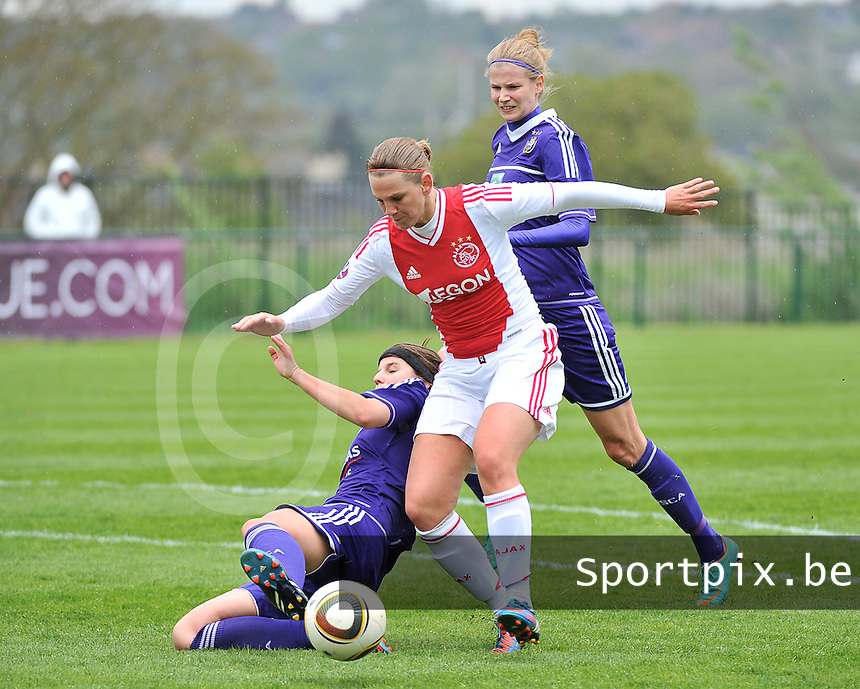RSC Anderlecht Dames - Ajax Amsterdam : Chantal De Ridder in duel met Laura De Neve (links).foto DAVID CATRY / Nikonpro.be