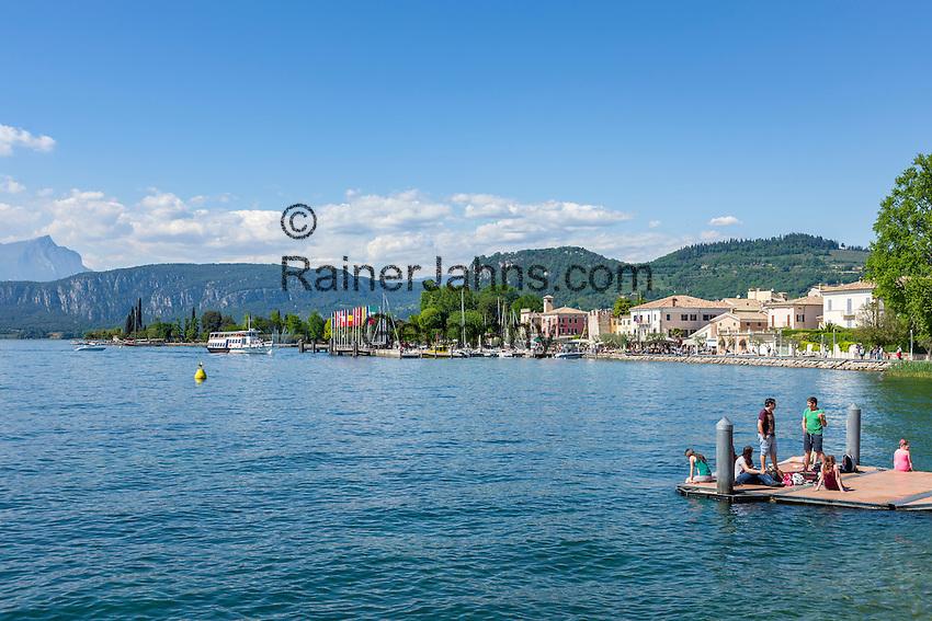 Italy, Veneto, Lake Garda, Bardolino: popular resort and wine village with  Garda Mountains   Italien, Venetien, Gardasee, Bardolino: beliebter Urlaubs- und Weinort vor den Gardaseebergen