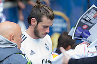 Melbourne, 17 July 2015 - Gareth Bale of Real Madrid signs autographs for fans after a training session at the Melbourne Cricket Ground ahead of their International Champions Cup match against AS Roma tomorrow in Melbourne, Australia. Photo Sydney Low/AsteriskImages.com