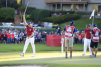 Jordan Spieth (Team USA) on the 15th green during Saturday afternoon Fourball at the Ryder Cup, Hazeltine National Golf Club, Chaska, Minnesota, USA.  01/10/2016<br /> Picture: Golffile | Fran Caffrey<br /> <br /> <br /> All photo usage must carry mandatory copyright credit (&copy; Golffile | Fran Caffrey)