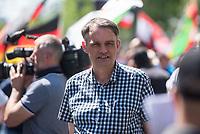 """Etwa 400-500 Menschen demonstrierten am Samstag den 1. Juni 2019 in Berlin mit dem sog. """"Al Quds-Marsch"""" gegen Israel. Alljaehrlich marschieren radikale Islamisten, Anhaenger der Hisbollah und der Diktatur im Iran zum Ende des islamischen Fastenmonats Ramadan durch Berlin und rufen zum Kampf gegen Israel auf. Sie wollen """"die Juden"""" aus Jerusalem (Quds) vetreiben und wollen Israel vernichten. Der """"Quds-Tag"""" wurde 1979 vom iranischen Revolutionsfuehrer Ayatollah Khomeini als politischer Kampftag etabliert, an dem weltweit fuer die Vernichtung Israels geworben wird.<br /> Dagegen protestierten fast 1.000 Menschen. Sie demonstrieren für Solidaritaet mit Israel und protestieren gegen jede Form von antisemitischer und islamistischer Propaganda in Berlin und forderten ein Verbot des Aufmarsches.<br /> Im Bild: An dem Aufmarsch nahm auch das NPD-Mitglied Uwe Meenen teil. Meenen ist stellv. Landesvorsitzender den NPD-Berlin.<br /> 1.6.2019, Berlin<br /> Copyright: Christian-Ditsch.de<br /> [Inhaltsveraendernde Manipulation des Fotos nur nach ausdruecklicher Genehmigung des Fotografen. Vereinbarungen ueber Abtretung von Persoenlichkeitsrechten/Model Release der abgebildeten Person/Personen liegen nicht vor. NO MODEL RELEASE! Nur fuer Redaktionelle Zwecke. Don't publish without copyright Christian-Ditsch.de, Veroeffentlichung nur mit Fotografennennung, sowie gegen Honorar, MwSt. und Beleg. Konto: I N G - D i B a, IBAN DE58500105175400192269, BIC INGDDEFFXXX, Kontakt: post@christian-ditsch.de<br /> Bei der Bearbeitung der Dateiinformationen darf die Urheberkennzeichnung in den EXIF- und  IPTC-Daten nicht entfernt werden, diese sind in digitalen Medien nach §95c UrhG rechtlich geschuetzt. Der Urhebervermerk wird gemaess §13 UrhG verlangt.]"""