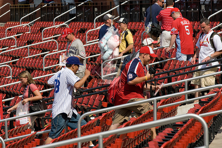 071309tvfansrushin.Baseball fans rush to their seats shortly after gates opened to the public at Busch Stadium for the 2009 MLB All Star Game workout and batting practice on Monday afternoon.  Later in the evening a Home Run Derby will be held..BND/TIM VIZER