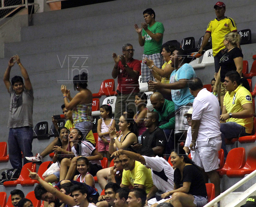 CUCUTA  -COLOMBIA. 1-04-2014. Seguidores de Halcones de Cucuta animan a su equipo. Juego de la Liga DirecTv 1  de baloncesto entre los conjuntos Halcones de Cucuta y Guerreros de Bogota disputado  en el coliseo Toto Hernandez ./ Halcones de Cucuta  fans cheer their team in  Cucuta .Game 1 Liga DirecTv basketball game between Halcones de Cucuta  and Guerreros de Bogota  dispute in the coliseum Toto Hernandez. Photo: VizzorImage / Manuel Hernandez / Stringer
