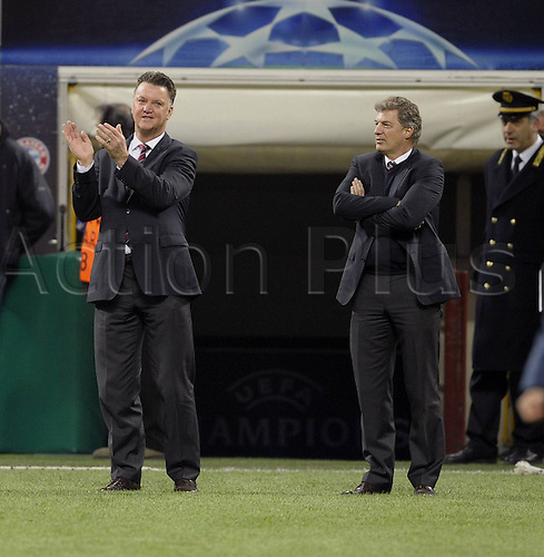 23 02 2011  Football Champions League Inter Milan versus FC Bayern  Munich in Stadium Giuseppe Meazza team manager Louis van Gaal left Munich applauded the Bayern fans before the Game at the Tour the Place