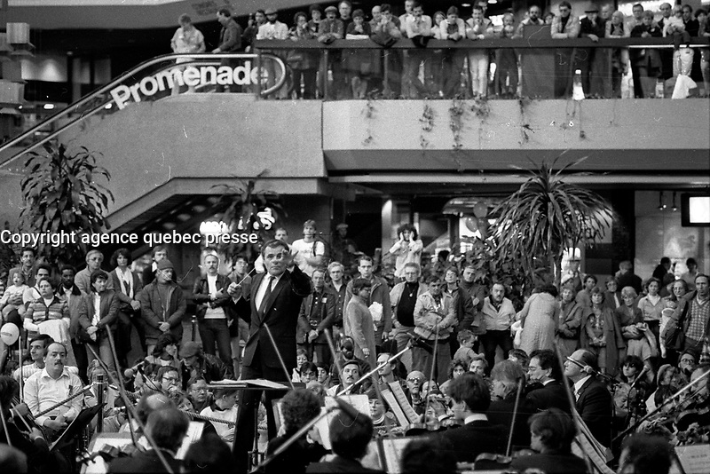 Charles Dutoit direct a free concert in Complexe Desjardins, November 3, 1984