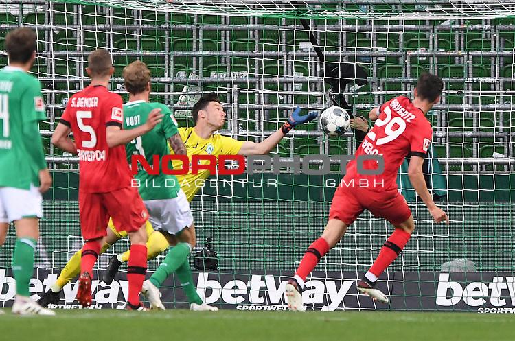Tor 1:2: Kai Havertz (Leverkusen) trifft gegen Torwart Jiri Pavlenka (Bremen).<br /><br />Sport: Fussball: 1. Bundesliga: Saison 19/20: 26. Spieltag: SV Werder Bremen - Bayer 04 Leverkusen, 18.05.2020<br /><br />Foto: Marvin Ibo GŸngšr/GES /Pool / via gumzmedia / nordphoto