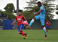 MONTERÍA - COLOMBIA ,20-10-2018: Leonardo Escorcia (Der.) jugador de Jaguares de Córdoba disputa el balón con Brayan Castrillon  (Izq.) jugador del Independiente Medellín durante partido por la fecha 16 de la Liga Águila II 2018 jugado en el estadio Municipal Jaraguay de Montería . / Leonardo Escorcia (R) player of Jaguares of Cordoba fights for the ball with Brayan Castrillon(L) player of Independiente Medellin  during the match for the date 16 of the Liga Aguila II 2018 played at Municipal Jaraguay Satdium in Monteria City . Photo: VizzorImage /Andrés Felipe López  / Contribuidor.
