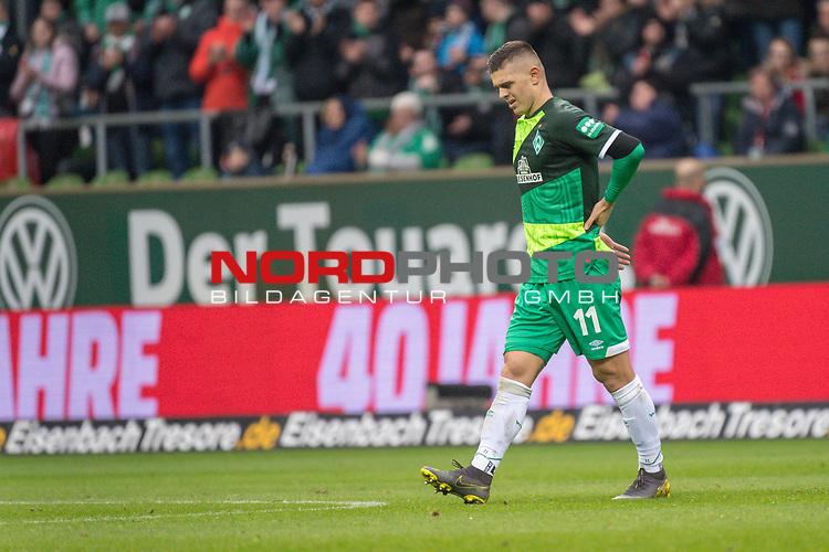 10.02.2019, Weser Stadion, Bremen, GER, 1.FBL, Werder Bremen vs FC Augsburg, <br /> <br /> DFL REGULATIONS PROHIBIT ANY USE OF PHOTOGRAPHS AS IMAGE SEQUENCES AND/OR QUASI-VIDEO.<br /> <br />  im Bild<br /> <br /> Milot Rashica (Werder Bremen #11)<br /> Verletzung / verletzt / Schmerzen<br /> Auswechslung<br /> <br /> Foto &copy; nordphoto / Kokenge