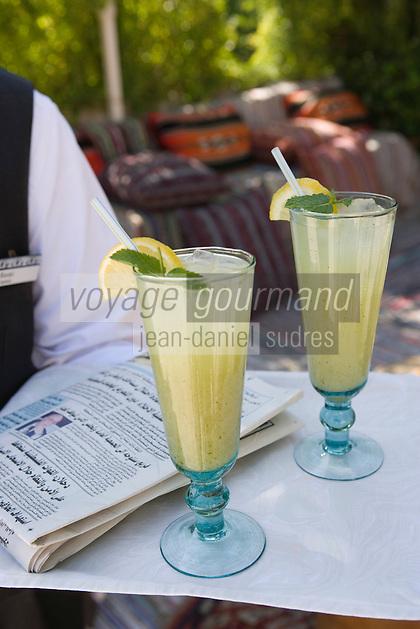 Asie/Israël/Judée/Jérusalem: Hotel American Colony Service de la limonade, lemonade, abase de citron et de menthe fraiche sur la terrasse dominant le patio