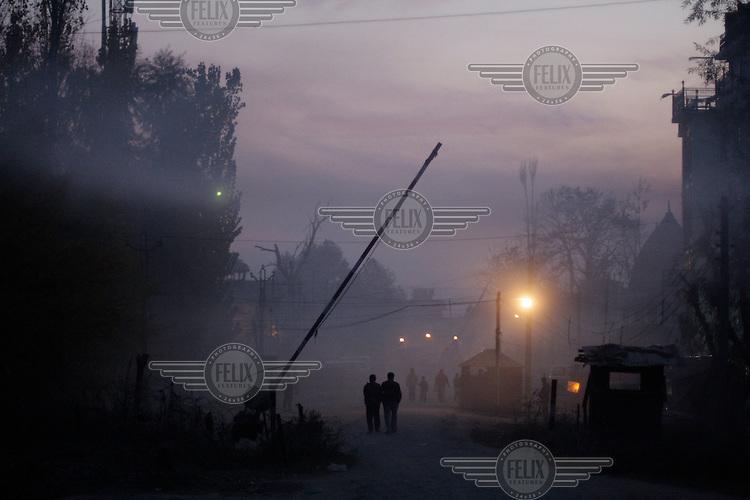Polce check point at dusk. Srinagar, Kashmir, India. © Fredrik Naumann/Felix Features