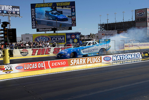 01.04.2016. Las Vegas, Nevada, USA. Tommy Johnson Jr (3 FC) Don Schumacher Racing (DSR) Dodge Charger NHRA Funny Car participates in the DENSO Spark Plugs NHRA Nationals at The Strip at Las Vegas Motor Speedway in Las Vegas, NV.
