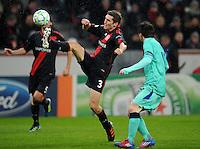 FUSSBALL   CHAMPIONS LEAGUE   SAISON 2011/2012   ACHTELFINALE  Bayer 04 Leverkusen - FC Barcelona          14.02.2012 Stefan Reinartz (Bayer 04 Leverkusen) gegen Lionel Messi (re, Barca)