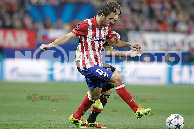 Atletico de Madrid's Koke (f) and AC Milan's Andrea Poli during Champions League 2013/2014 match.March 11,2014. (ALTERPHOTOS/Acero)