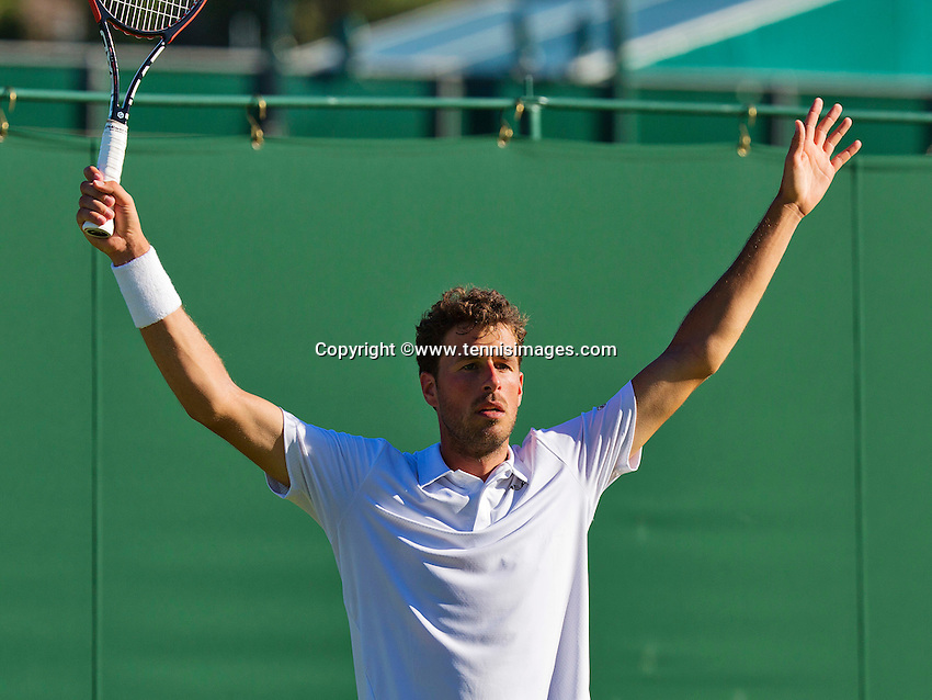 England, London, June 30, 2015, Tennis, Wimbledon, Robin Haase (NED) Jubilates his victory over Falla<br /> Photo: Tennisimages/Henk Koster