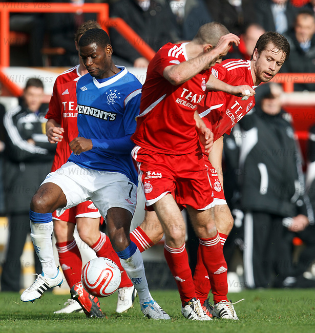 Maurice Edu dances through the Aberdeen midfield