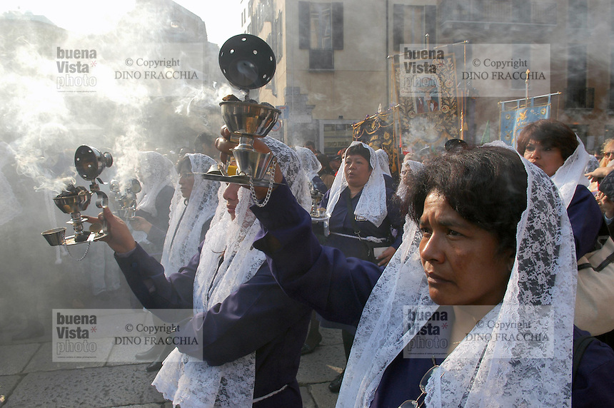 festivity and processione of the Señor de Los Milagros, organized by the community of Peruvian immigrates ....- festa e processione del Señor de Los Milagros, organizzata dalla comunità di immigrati peruviani