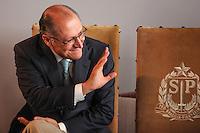 SÃO PAULO, SP - 22.05.2015 - CAMPANHA-AGASALHO - O governador Geraldo Alckmin durante lançamento da Campanha do Agasalho 2015, realizada no Palácio dos Bandeirantes, zona sul de São Paulo, nesta sexta-feira, 22. (Foto: Douglas Pingituro/Brazil Photo Press/Folhapress)