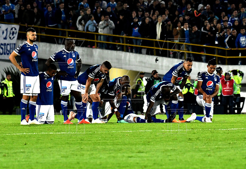 BOGOTÁ - COLOMBIA, 02-09-2018: Los jugadores de Millonarios (COL), durante partido de vuelta entre Millonarios (COL) y el Independiente Santa Fe (COL), de los octavos de final, llave A por la Copa Conmebol Sudamericana 2018, en el estadio Nemesio Camacho El Campin, de la ciudad de Bogotá.  / The players of Millonarios (COL), during a match of the second leg between Millonarios (COL) and Independiente Santa Fe (COL), of the eighth finals, key A for the Conmebol Sudamericana Cup 2018 in the Nemesio Camacho El Campin stadium in Bogota city. Photo: VizzorImage / Luis Ramírez / Staff.