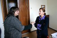 """La giornalista de """"Il Mattino"""" Rosaria Capacchione parla col capo di gabinetto della questura di Caserta, 14 novembre 2008..UPDATE IMAGES PRESS/Riccardo De Luca"""