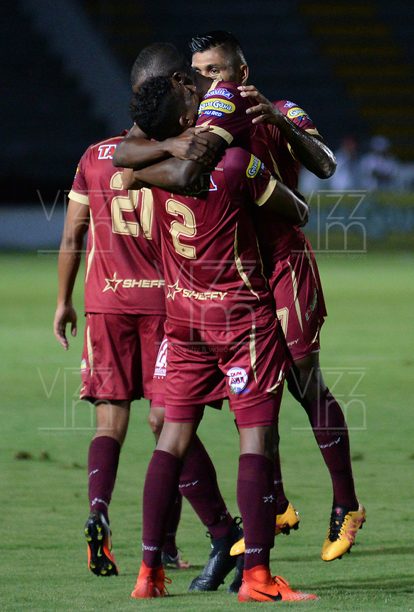 IBAGUÉ -COLOMBIA, IBAGUÉ -COLOMBIA, 11-05-2017. Deportes Tolima y Rionegro Aguilas en partido por la fecha 17 de la Liga Águila I 2017 jugado en el estadio Manuel Murillo Toro de Ibagué. / Deportes Tolima and Rionegro Aguilas in match for date 17 of the Aguila League I 2017 played at Manuel Murillo Toro stadium in Ibague city. Photo: VizzorImage / Juan Carlos Escobar / Cont. Jugadores del Deportes Tolima celebran después de anotar un gol a Rionegro Aguilasdurante partido por la fecha 17 de la Liga Águila I 2017 jugado en el estadio Manuel Murillo Toro de Ibagué. / Players of Deportes Tolima celebrate after scoring a goal to Rionegro Aguilasduring match for date 17 of the Aguila League I 2017 played at Manuel Murillo Toro stadium in Ibague city. Photo: VizzorImage / Juan Carlos Escobar / Cont