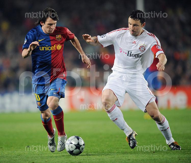 Fussball   International    Champions League  Viertelfinale  Saison 2008/2009     FC Barcelona  - FC Bayern Muenchen                       08.04.2009 Lionel Messi (li, Barca) gegen Mark van Bommel (FCB)