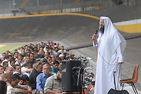 - Abu Imad, Imam of Jenner avenue Islamic center  celebrate Friday prayer in Vigorelli Velodrome....- Abu Imad, Imam del centro Islamico di viale Jenner celebra la preghiera del venerdì al Velodromo Vigorelli