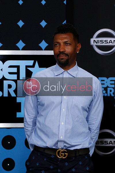 Deon Cole<br /> at the BET Awards 2017, Microsoft Theater, Los Angeles, CA 06-25-17<br /> David Edwards/DailyCeleb.com 818-249-4998