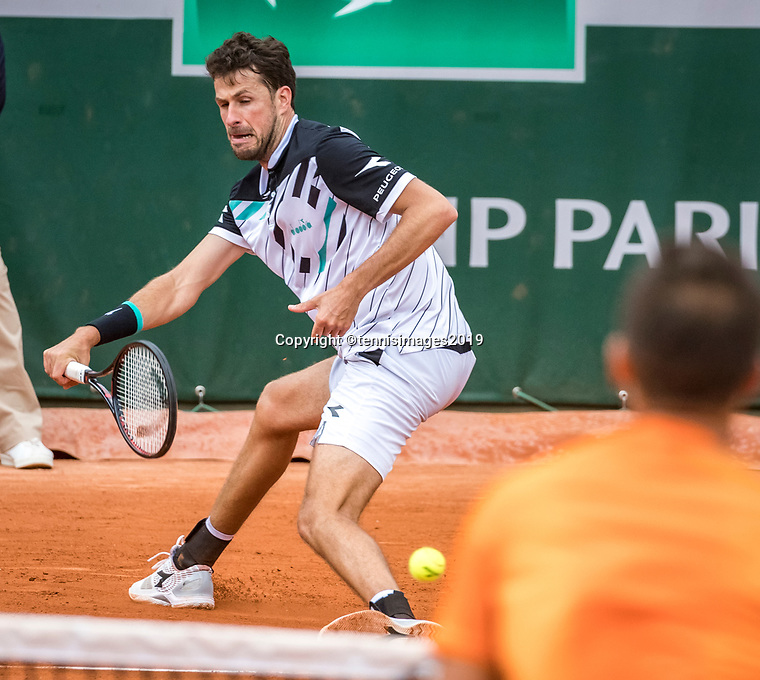Paris, France, 26 May, 2019, Tennis, French Open, Roland Garros, Robin Haase (NED) vs Kohlschreiber in the foreground<br /> Photo: Henk Koster/tennisimages.com