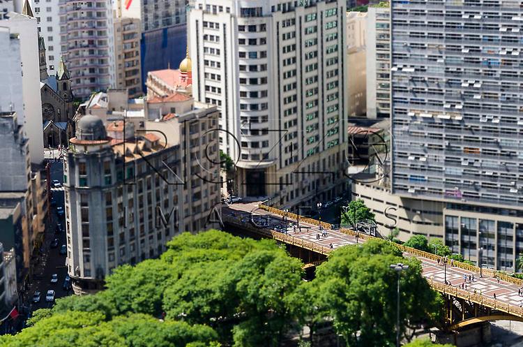 Vista da cidade, com destaque para o Viaduto Santa Ifigênia  e o Edifício Mirante do Vale (a direita), no Vale do Anhangabaú, São Paulo-SP, 01/2014.