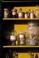 museo Cesare Lombroso. Numerosi reperti della raccolta di Lombroso, massimo esperto degli inizi del '900 di antropologia criminale:crani, scheletri, lavori di detenuti, fotografie, raccolta fotografica di tatuaggi, stampe