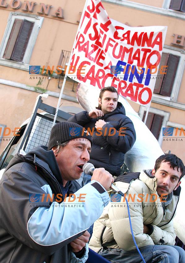 Roma, 7 febbraio 2006: Manifestazione degli Antiproibizionisti contro la legge Fini sulla droga.<br /> <br /> Nella foto: Nunzio d'Erme<br /> <br /> Photo: Serena Cremaschi Insidefoto