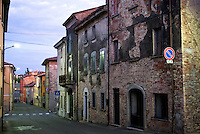 Montalto Pavese, paese in provincia di Pavia. Vecchie case lungo la strada principale --- Montalto Pavese, small village in the province of Pavia. Old houses along the main road