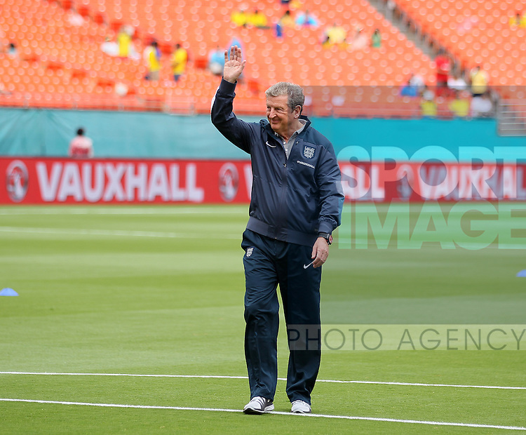 England's Roy Hodgson waves to the crowd<br /> <br /> England v Ecuador  - International Friendly  - Sun Life Stadium- Miami - USA - 04/06/2014  - Pic David Klein/Sportimage
