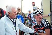 INLINE-SKATEN: STEENWIJK: Gagelsweg (start/finish), Schansweg, Meppelerweg, KPN Inline Cup, Klim van Steenwijk, 02-05-2012, Vrijwilliger Piet Bakker en Irene Schouten (#58), ©foto Martin de Jong