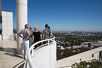 United States of America, California, Los Angeles: Getty Center museum with views to downtown | Vereinigte Staaten von Amerika, Kalifornien, Los Angeles: Getty Center Museum mit LA Skyline