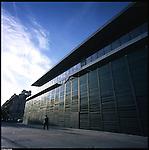 La nuova città di Torino, completata per le olimpiadi del 2006. Il Palafuksas a Porta Palazzo.