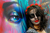 SÃO PAULO,SP,27.10.2018 - EVENTO-SP -   Participantes da festa de dia de Muertos no Memorial da América Latina na região oeste da cidade de São Paulo, no bairro da Barra Funda neste sábado, 27. (Foto: Dorival Rosa/Brazil Photo Press)