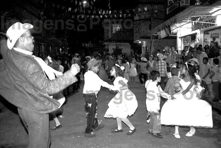 Festa junina de 2004, na Baixa do Sapateiro. Conjuinto de favelas da Maré, Rio de Janeiro, Brasil.