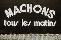 """Europe/France/Rhône-Alpes/69/Rhone/Lyon: Bouchon """"le Val d'Isère"""" détail vitrine- le machon est le casse-croute lyonnais"""