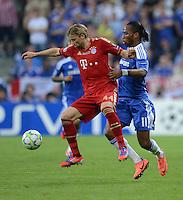 FUSSBALL   SAISON 2011/2012   CHAMPIONS LEAGUE FINALE FC Bayern Muenchen - FC Chelsea  19.05.2012 Anatoli Timoschtschuk (li, FC Bayern Muenchen) gegen Didier Drogba (re, FC Chelsea)