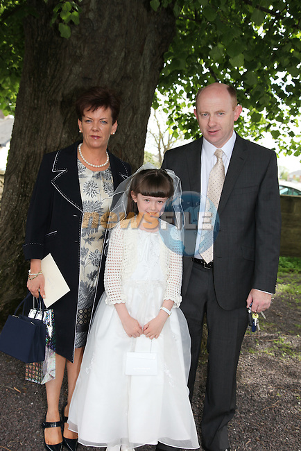 Niamh Daly with here parents Ruth and Pat at First Communion in Donore Church..Photo: Fran Caffrey/www.newsfile.ie..