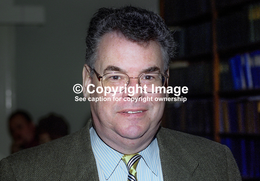 Peter King, New York, USA, Congressman, Republican Party, at Provisional Sinn Fein Ard Fheis, annual conference, Dublin, Ireland, 200004028<br />