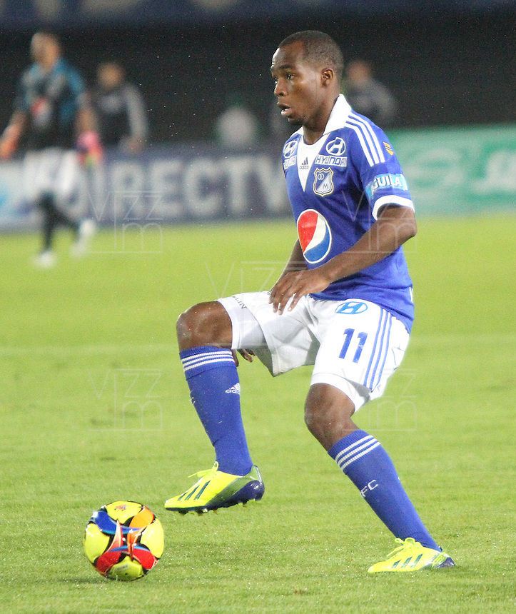 BOGOTA -COLOMBIA- 20 -11--2013. Dahwling Leudo en accion durante partido entre  Millonarios  y Deportivo Cali   ,juego de los cuadrangulares finales de la Liga Postobon jugado en el estadio Nemesio Camacho El Campin   / Dahwling Leudo in action during  game for the match between Millonarios and Deportivo Cali, game runs Postobon League finals played at the stadium Nemesio Camacho El Campin .Photo: VizzorImage / Felipe Caicedol / Staff